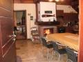 """Dom """"Duży"""" - salon z kominkiem, kuchnia"""