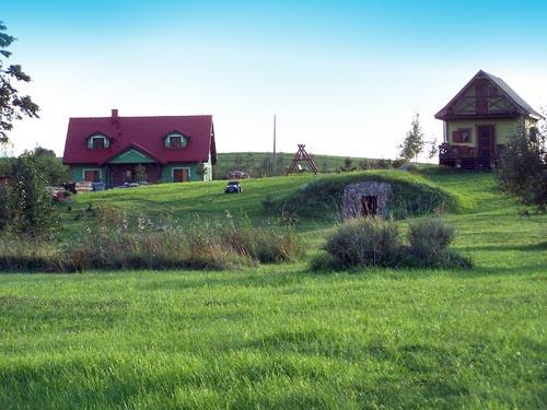 Gospodarstwo agroturystyczne u Czarka i Ewy, widok ogólny od strony jeziora